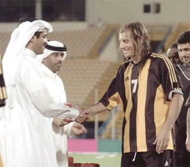 Claudio Caniggia officialisant sont arrivée au Qatar SC à l'été 2003